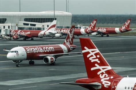 airasia emergency descent passengers criticize airasia crew reaction during rapid