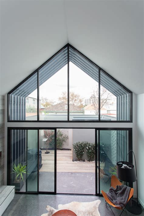 Sculptural renovation brings new light to Victorian