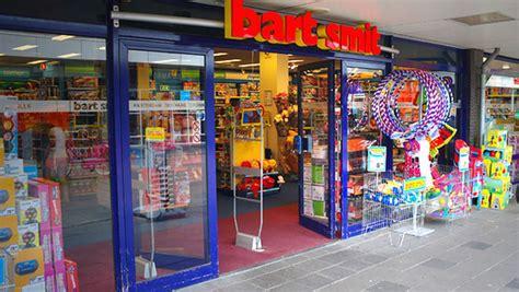 speelgoed winkel rotterdam tweetal met mes overvalt speelgoedwinkel vlaardingen