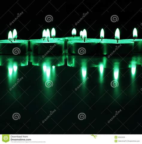 candele verdi candele verdi accese immagine stock immagine di