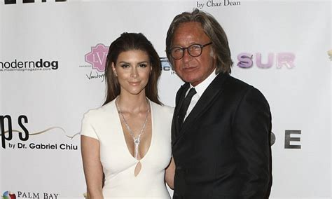 difference in age mohamed shiva shiva safai doesn t care about age gap with mohamed hadid