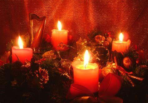 i colori delle quattro candele dell avvento le quattro candele sulla corona d avvento storiella di
