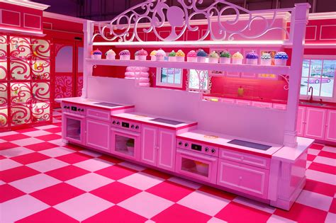 dream house life plastic fantastic meets plattenbau uncube
