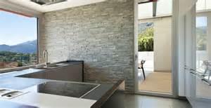 steinwand wohnzimmer untergrund steinwand strukturtapete 183 ratgeber haus garten