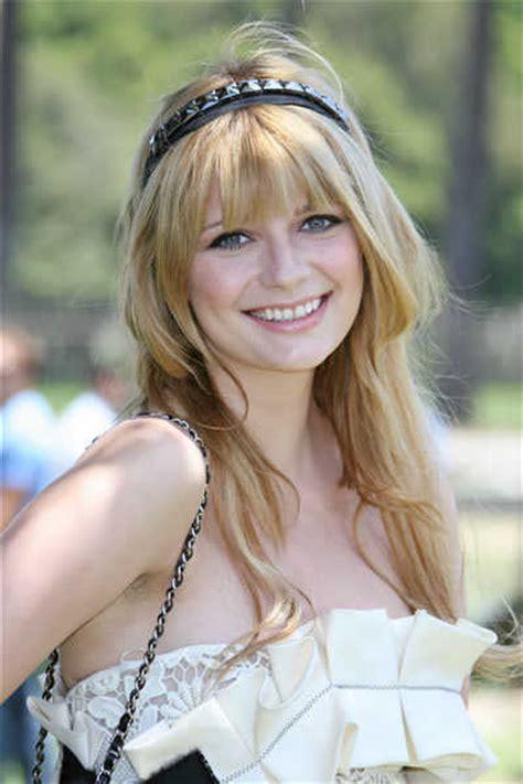 girl hairstyles with headband headband hairstyles beautiful hairstyles