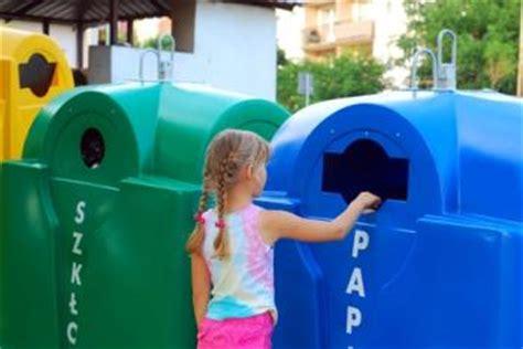 imagenes niños reciclando c 243 mo ense 241 ar a los ni 241 os a reciclar faros hsjbcn