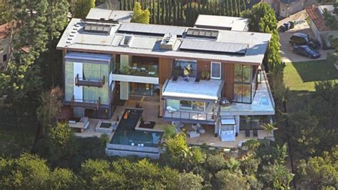 ashton kutcher house ashton kutcher and mila kunis bought 10 000 000 house