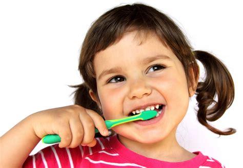 Odol Pemutih Gigi Dewasa Anak kesehatan gigi anak tips pintar ajarkan gosok gigi sejak dini solusisehatku