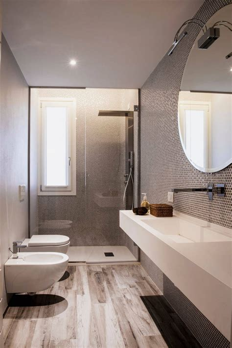 a bagno bagno con pavimenti e rivestimenti in mosaico 100 idee
