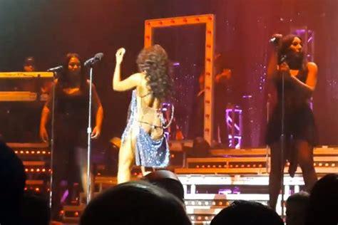 Toni Braxton Wardrobe by Toni Braxton S Dress Falls On Stage Newsbite