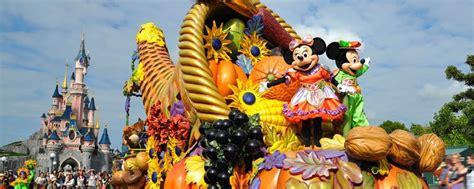 St Vincent Disneys Mickey Meets The Captain Of The Guard Ms 2 at disneyland disneyland