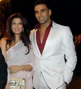 Akshay Kumar showers love on wife Twinkle   Zee News