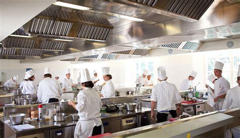la scuola di cucina italiana sorelle in pentola alma quando una scuola insegna