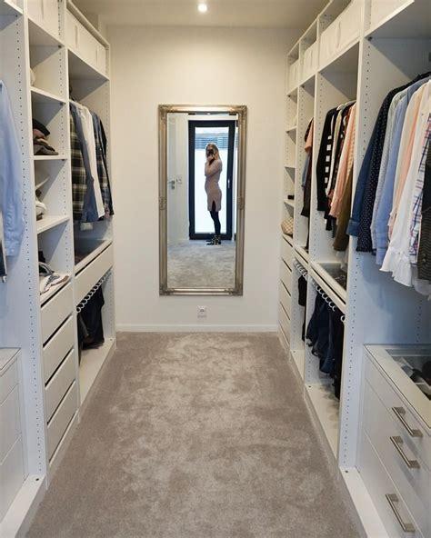 schlafzimmer ideen mit ankleide ankleidezimmer mit spiegel bauch bild die ankleide ist