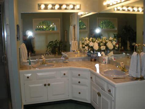 Bahtroom Fresh Flower Decor Closed Big Mirror Under Wall