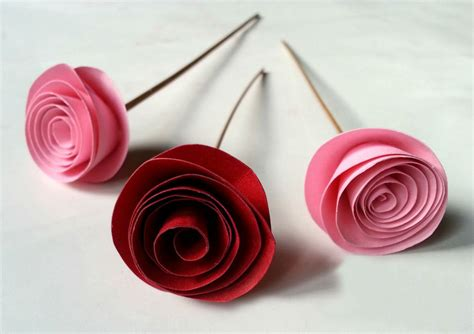 Craft Paper Roses - fabulous easy rolled paper roses diy projects for