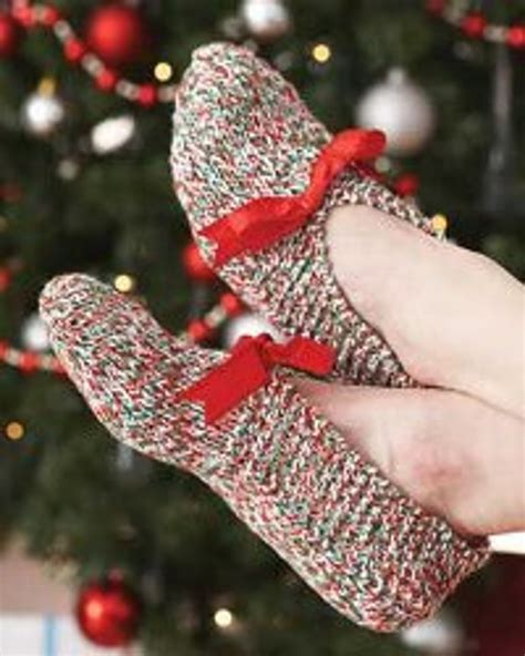 knitting pattern xmas holiday knit slippers favecrafts com