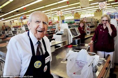 new grocery bagger dies after 26 years service