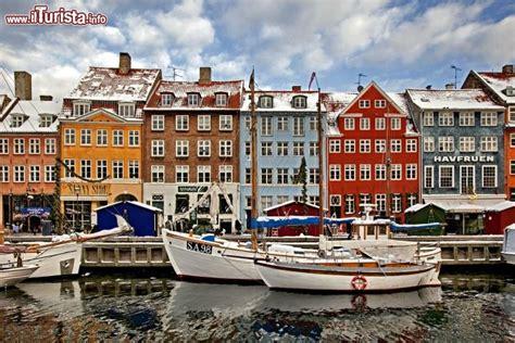 porto di copenaghen copenaghen natale nel porto vecchio di nyhavn foto