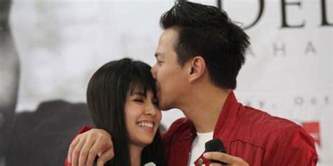 film indonesia bertema natal indonesia panas delon yeslin pilih pohon natal salju