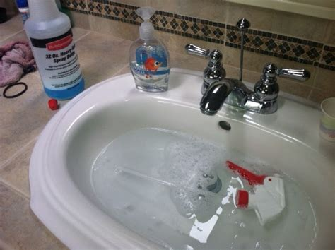 shower tub cleaner using warmed vinegar baking soda and