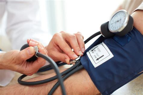 blutdruck im liegen messen blutdruckschwankungen schwankender blutdruck