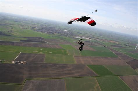 freefalling the courage to jump start your books accelerated freefall course aff skydiving courses