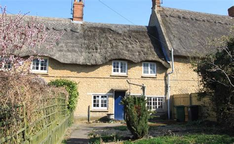 Cottages For Sale Northtonshire by 2 Bedroom Cottage For Sale In 56 Road Grendon