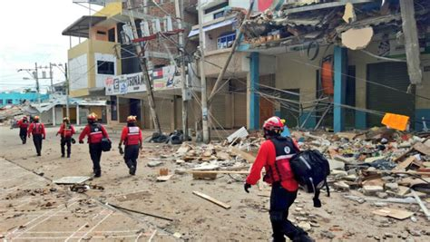 imagenes sorprendentes del terremoto en ecuador rescatan a sobreviviente del terremoto en ecuador fotos