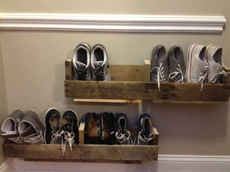 diy shoes rack 102 best images about pallets shoes zapatera pallets on