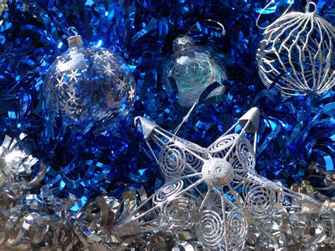 best christmas balls designs in photos silver and blue