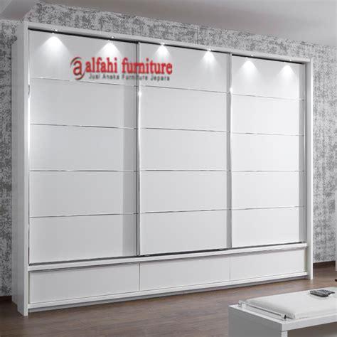 Lemari Kaca 3 Pintu lemari pakaian modern 3 pintu lemari alfahi furniture