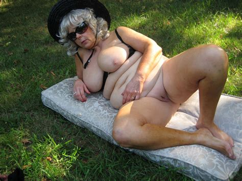 Sexy Mature Ladies In Hats Are Completely Naked Chubby