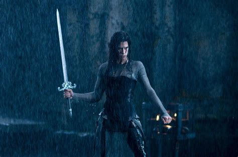pemain film underworld rise of the lycans underworld rise of the lycans 2009 wallpaper