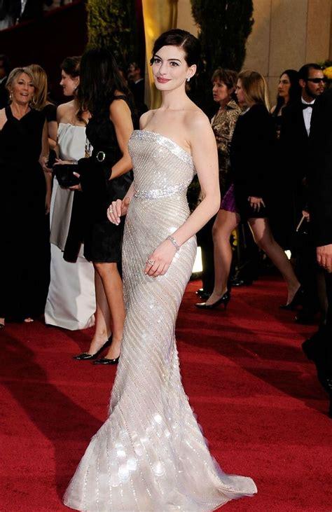 A Closer Look At The Oscars Hathaway by Los Mejores Vestidos De Los Oscar De Todos Los Tiempos