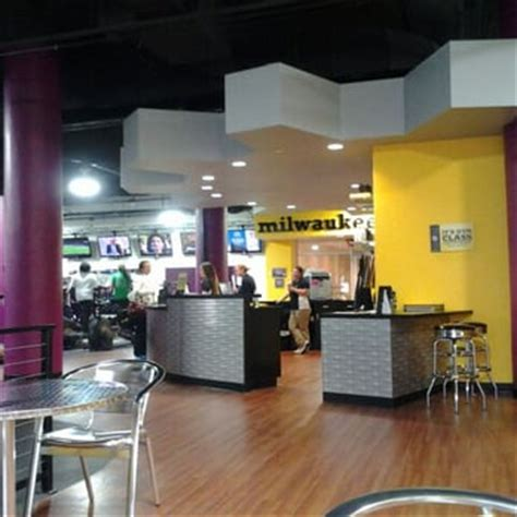 does planet fitness do haircuts planet fitness milwaukee downtown 14 photos 38