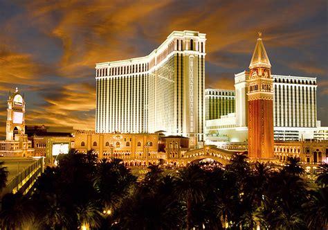light bulbs las vegas leds light up venetian hotel in las vegas artistic lighting
