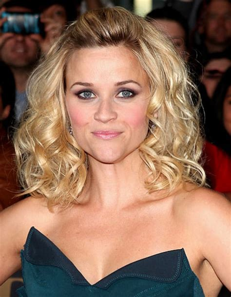 Playful Curls   Reese Witherspoon's 10 Best Hairstyles