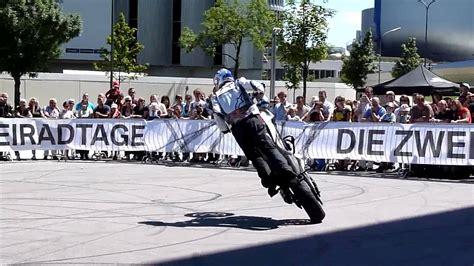 Motorrad Stunt Show Youtube bmw motorrad stunt show chris pfeiffer 2010 hd youtube