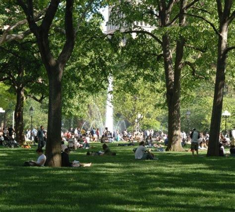 parks manhattan washington square park places to go washington square park