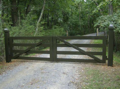 swinging gate farm entry gate idea farm pinterest gate ideas entry