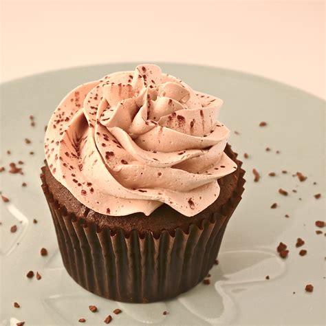 Easy Cake Decorating At Home by Mocha Caramel Cream Cupcakes Easybaked