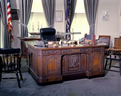 Oval Office Desks Oval Office Furniture F Kennedy Presidential Library Museum