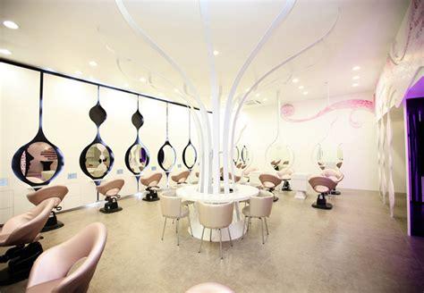 fancy white hairdressing salon shop interior decorate design
