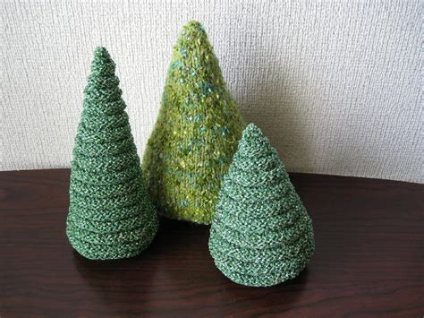 purled christmas tree knitting pattern by anna sudo