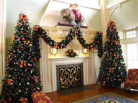 the gallery for gt disney christmas decorations