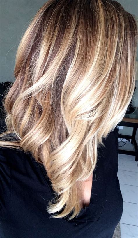 blonde and lowlights for medium straight hair balayage technik nat 252 rliche highlights und toller beach look