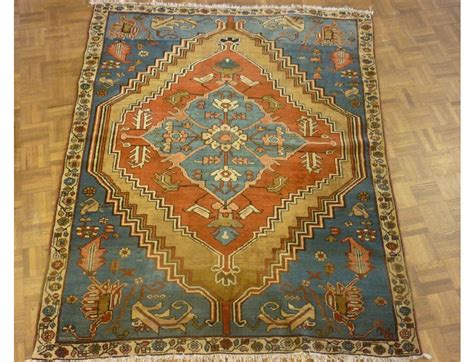 Shaia Rugs by Antiques Council Serapi