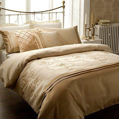 cream and gold bedroom furniture 24 best images about bedroom idea on pinterest