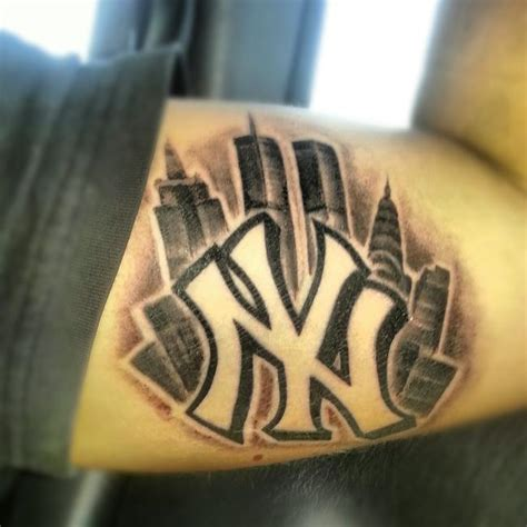 ny tattoo new york yankees symbol on bicep tattooshunt